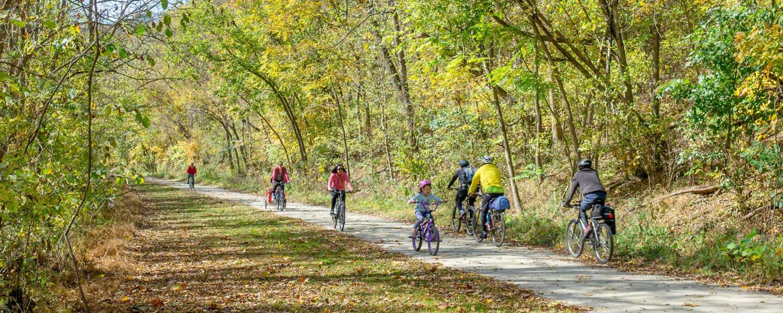 Cyclists in Cedar Creek Park